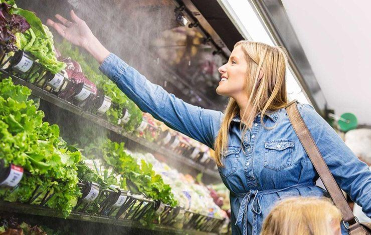 Γιατί ψεκάζουν με νερό τα λαχανικά στα οπωροπωλεία;