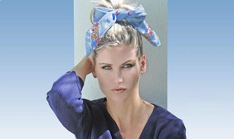 Μαζέψτε τα μαλλιά σε έναν ψηλό κότσο και δέστε στη βάση του ένα φουλάρι, με έναν φιόγκο μπροστά