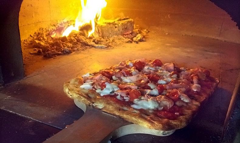 Ιταλική πίτσα στη Margherita Pizza Artigianale