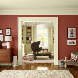 Δώστε σοφιστικέ και ζεστό στιλ βάφοντας έναν τοίχο του σπιτιού σας σε αυτή την απόχρωση