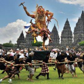 Οι εορτασμοί στο Μπαλί έχουν σχέση με το διώξιμο των κακών πνευμάτων και την κάθαρσηΟι εορτασμοί στο Μπαλί έχουν σχέση με το διώξιμο των κακών πνευμάτων και την κάθαρση