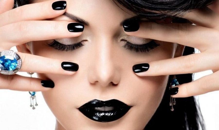 Τα μαύρα χείλη χρειάζονται πολύ μεγάλη προσοχή στο περίγραμμα!
