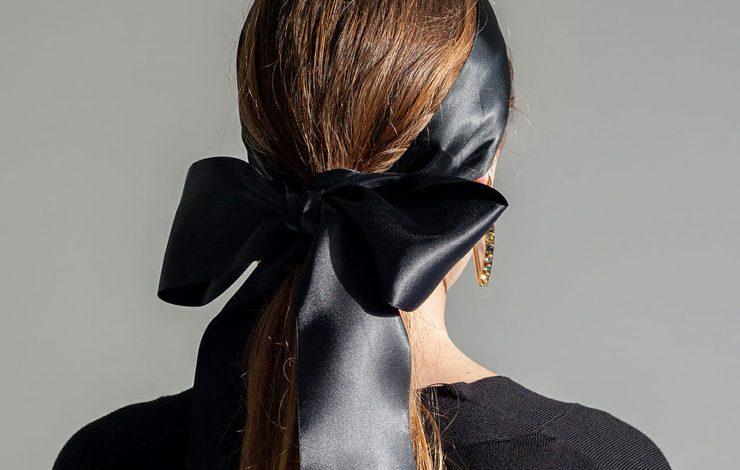 Τάση: Ο τέλειος φιόγκος στα μαλλιά μας με μαύρη κορδέλα!