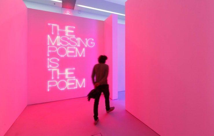Φιλοσοφίες και ποιήματα στους εντυπωσιακούς χώρους του μουσείου ΜΑΧΧΙ, αφιερωμένους στη σύγχρονη Τέχνη