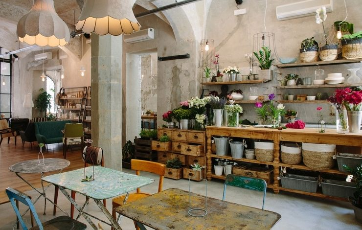 Ένας χώρος με στιλ, μίνιμαλ αισθητική και απολαύσεις? από ψώνια μέχρι φαγητό και καφέ ή ποτά
