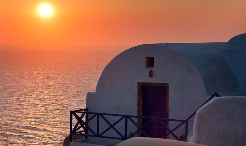 Τα ηλιοβασιλέματα, όταν ο ήλιος σκάει στο βάθος του ορίζοντα μέσα στη θάλασσα, και βάφει πορτοκαλί, κόκκινο για να καταλήξει μοβ τον ουρανό