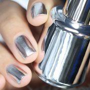 Μεταλλικές αντανακλάσεις στα νύχια