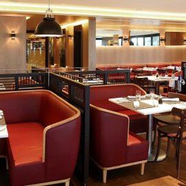 Ο υπέροχος χώρος του εστιατορίου, όπου θα γευθείτε τις γαστρονομικές προτάσεις του σεφ Michel Roux