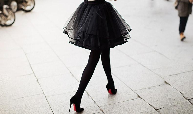 Πώς να φορέσετε τη μίνι φούστα, αν δεν είστε πλέον... έφηβη!