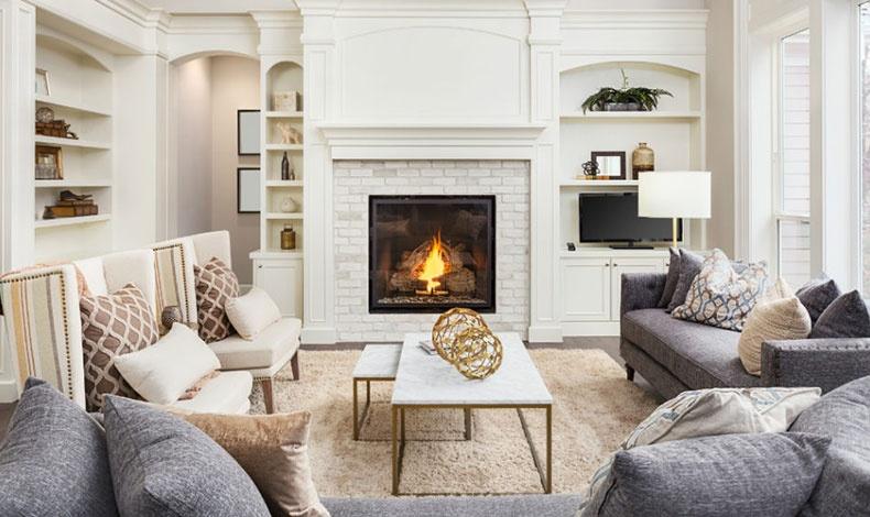 Ένα σπίτι μίνιμαλ μπορεί να αποπνέει ταυτόχρονα και θαλπωρή. Ακόμη κι αν σας αρέσει το λευκό, προτιμήστε μία απόχρωση βανίλιας και συνδυάστε το γκρι με μπεζ, κρεμ και χρυσαφί στοιχεία