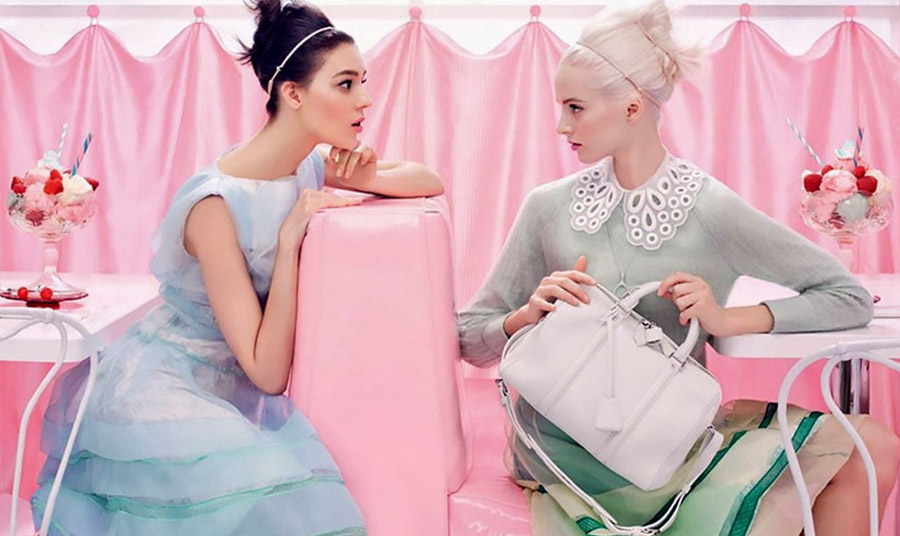 Ο συνδυασμός του neo mint με το millennial pink θέλει να μας ωθήσει να δούμε τα πράγματα πιο ρόδινα και πιο ανάλαφρα!