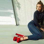 Η Miranda Kerr σχεδιάζει για τα Mother Denim