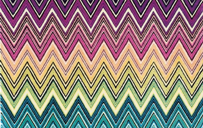 Μια κλασική, πολύχρωμη εκδοχή των ζιγκ-ζαγκ Missoni