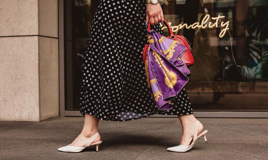 Οι τάσεις της μόδας είναι προτάσεις και όχι επιταγές! Φορέστε ό,τι σας ταιριάζει και βάλτε στην γκαρνταρόμπα σας ρούχα που αγαπάτε και σας ταιριάζουν