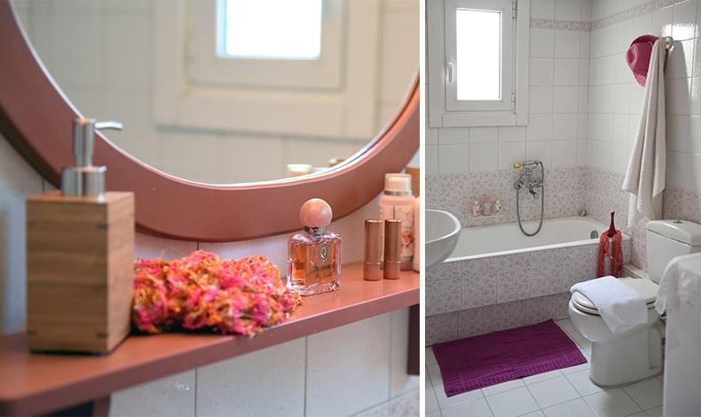 Στο μπάνιο του σπιτιού κυριαρχεί μία ρομαντική διάθεση με τα υπέροχα τριανταφυλλένια πλακάκια και τις βρύσες από παλαιότερη εποχή