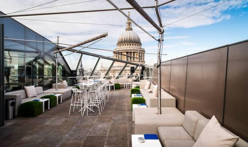 Προσωρινό μπαρ Moet Ice Imperial στο Λονδίνο
