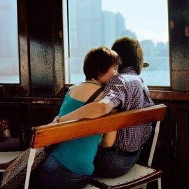 Ανθρώπινα στιγμιότυπα, όπως το ζευγάρι σε ένα πλοιάριο στον ποταμό Χάντσον της Νέας Υόρκης