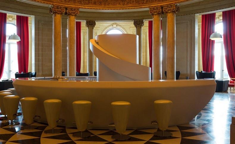 Το εντυπωσιακό Lobby Bar θυμίζει έντονα γαλλικό μπαρ των αρχών του προηγούμενου αιώνα