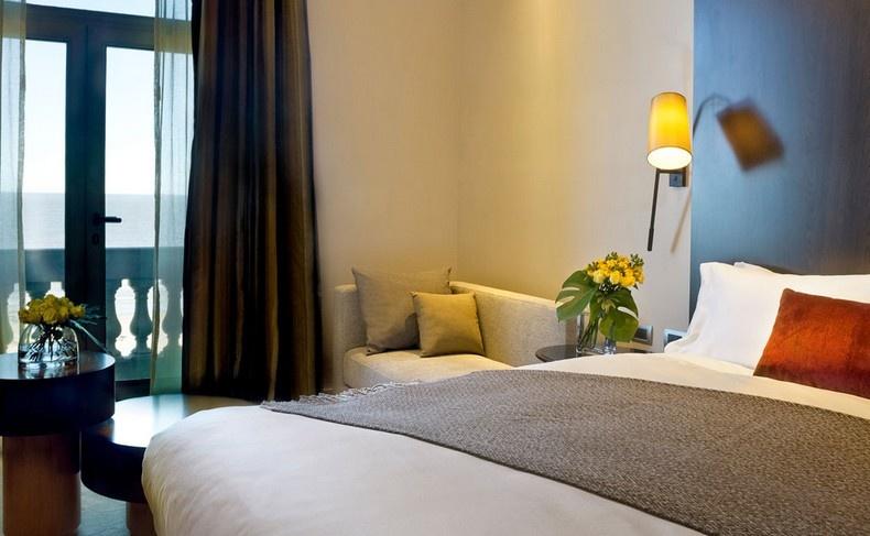 Χαλαρωτική γοητεία, εξαιρετική θέα και μοναδικές παροχές για τα δωμάτια και τις σουίτες