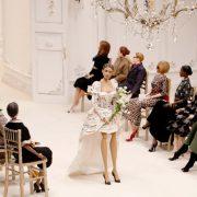 Μoschino: Επίδειξη μόδας με μαριονέτες! Ένα αληθινό αριστούργημα!