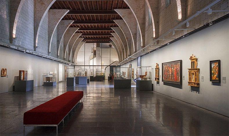 Δείτε τον χώρο όπου έμεναν οι μοναχές, τους κοιτώνες, την τραπεζαρία και το αβαείο καθώς και τους καλλιτεχνικούς θησαυρούς του Πεντράλμπες