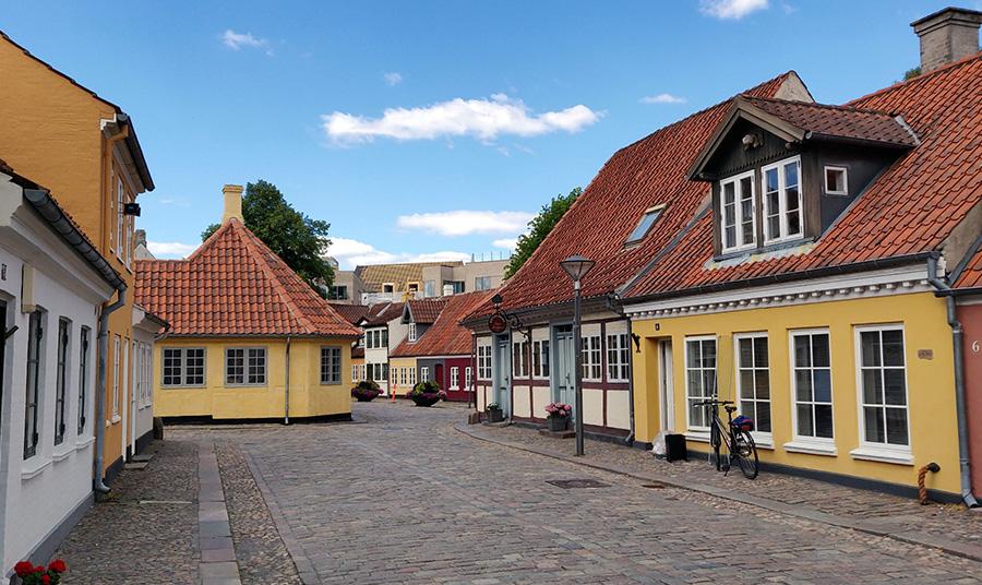 Η εξίσου… παραμυθένια πόλη Οντένσε της Δανίας, όπου γεννήθηκε ο Χανς Κρίστιαν 'Αντερσεν