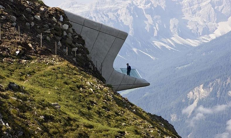 Το μουσείο Messner Mountain Museum Corones «κρέμεται» από τη βουνοπλαγιά στο όρος Kronplatz στο νότιο Τιρόλο