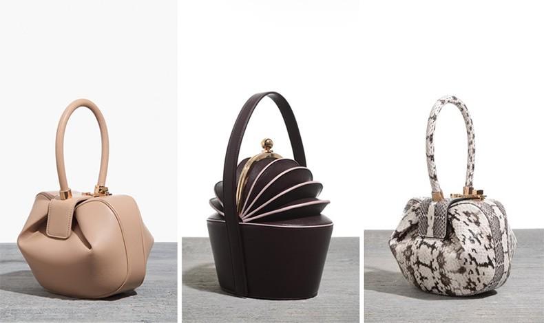 Οι τσάντες «Nina» αποτελούν πλέον αντικείμενο λατρείας! Σε ένα ιδιαίτερο στρογγυλεμένο σχήμα με διπλωμένες γωνίες και μία σαν τόξο λαβή έχουν ένα ιδιαίτερο, ξεχωριστό στιλ σε μία απίθανη ποικιλία φινιρισμάτων και χρωμάτων