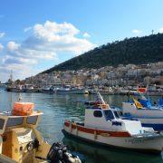 H ζωή του νησιού είναι πιο έντονη στο λιμάνι του, την Πόθια