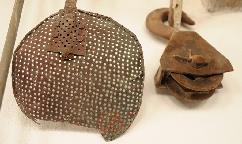 Παλιά εργαλεία του εργοστασίου, εκθέματα πλέον στο νέο μουσείο