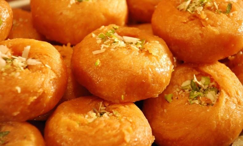 Το Ινδικό Μπαλουσάχι, είναι «νιφαδωτό», αφράτο, στρογγυλό, χρυσαφί και βουτηγμένο στο σιρόπι