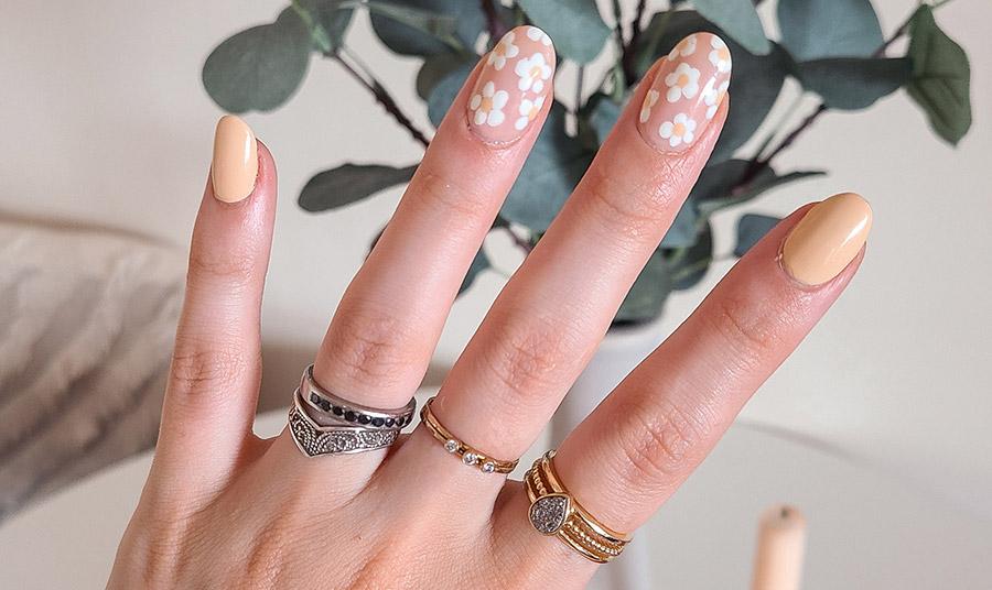 Οι μαργαρίτες ανθίζουν στα νύχια… το φθινόπωρο!