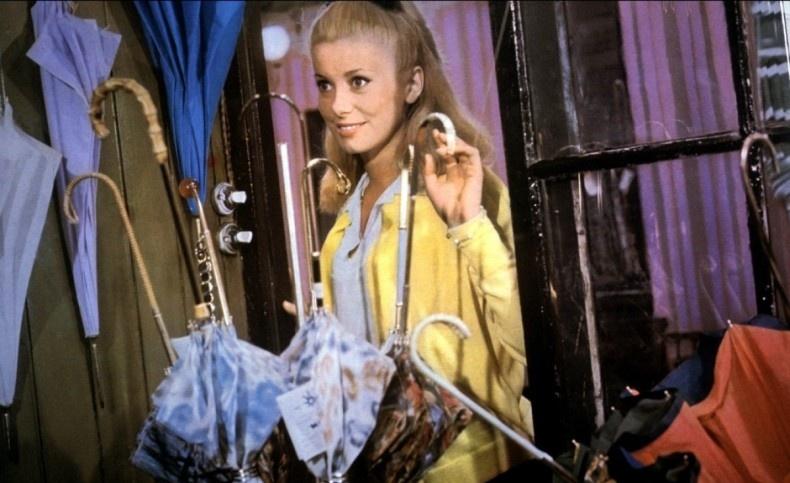 Η Κατρίν Ντενέβ στη διάσημη ταινία «Οι Ομπρέλες του Χερβούργου»