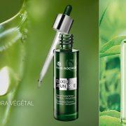 Ο ορός Elixir de Jeunesse κατά της γήρανσης της επιδερμίδας με εκχυλίσματα από 7 φυτά με αντιγηραντική δράση // Το άρωμα The Vert αποπνέει τη φρεσκάδα του πράσινου τσαγιού