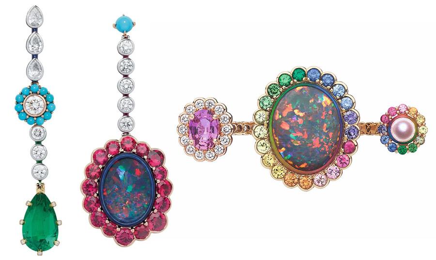 Κομψοτεχνήματα μακριά σκουλαρίκια και καρφίτσα από οπάλια και άλλους πολύτιμους λίθους από τη συλλογή «Dior et Moi collection» της, Victoire de Castellane για τον οίκο Dior