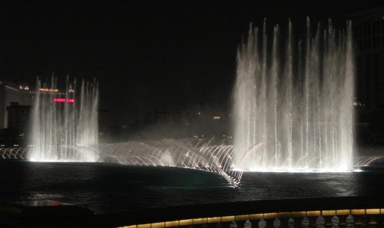 Τα νερά του Bellagio στο Λας Βέγκας «χορεύουν» δημιουργώντας ένα φαντασμαγορικό θέαμα