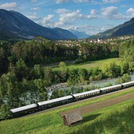 Το Venice Simplon-Orient-Express δεν είναι ένα οποιοδήποτε τρένο! Είναι ένα αρ ντεκό αριστούργημα πάνω σε ράγες, που δεν έχει πάψει να κεντρίζει τη φαντασία των απανταχού κοινών θνητών