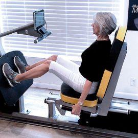 Η OsteoStrong απευθύνεται σε άτομα κάθε ηλικίας και φυσικής κατάστασης, από νέους αθλητές μέχρι ανθρώπους μεγαλύτερης ηλικίας με οστεοπόρωση και ποικίλα μυοσκελετικά προβλήματα