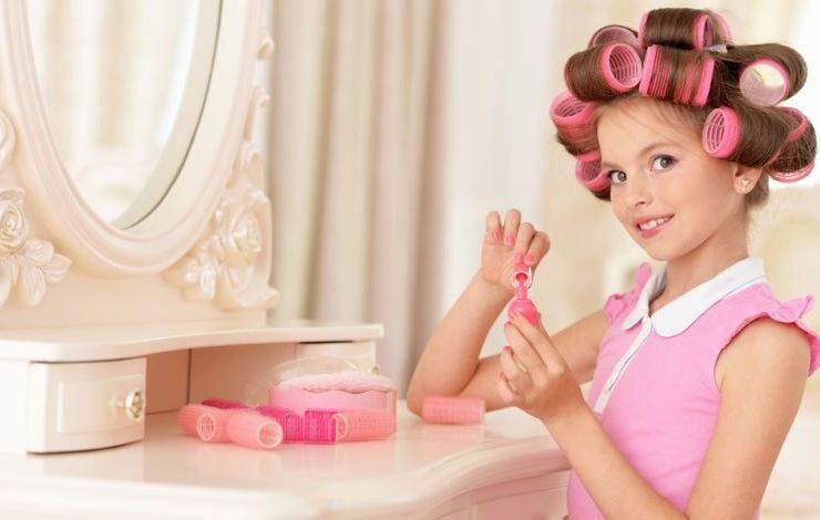 Πώς θα αντιμετωπίσουμε τη μικρή μας κόρη που θέλει τα καλλυντικά μας;