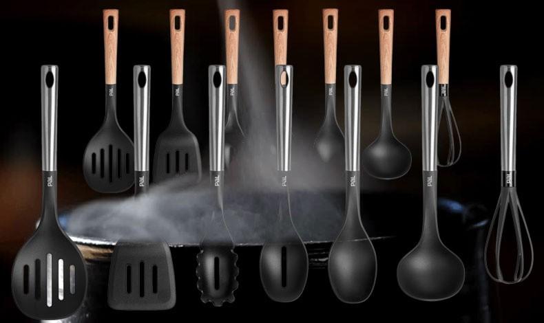 Όλα τα εργαλεία κουζίνας της Pal διαθέτουν εργονομική σχεδίαση με αντιολισθητική λαβή soft touch, αντέχουν στη θερμότητα (έως 230°C) και είναι κατάλληλα για χρήση στα αντικολλητικά μας σκεύη