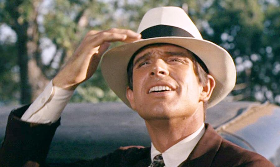 Ο Γουόρεν Μπίτι με καπέλο Παναμά στην ταινία «Μπόνι και Κλάιντ»