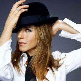 Η Τζένιφερ Άνιστον με καπέλο Παναμά