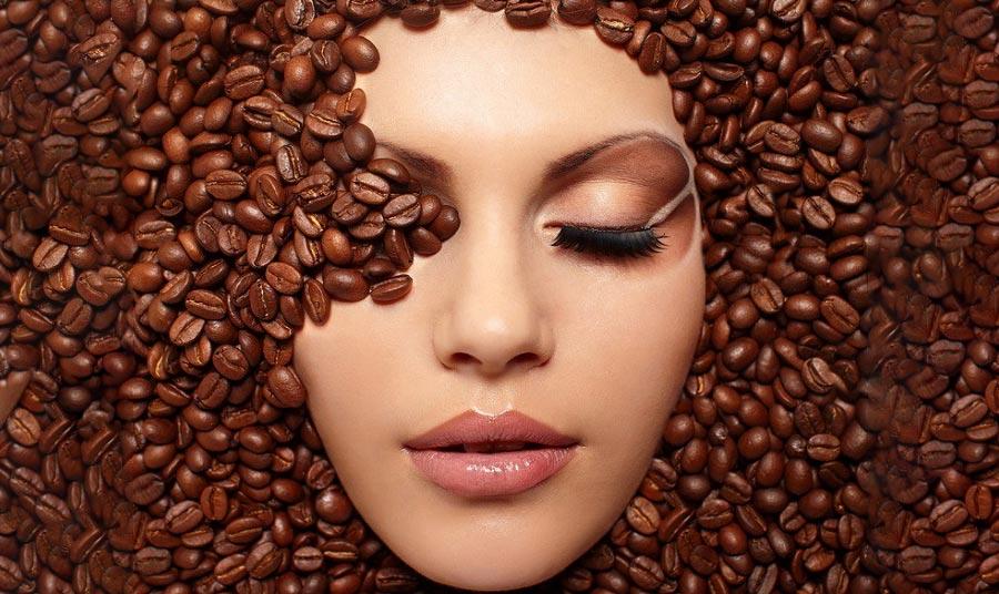Υπάρχουν πολλές παραλλαγές στη μάσκα προσώπου από καφέ, αλλά αυτή θα σας ενθουσιάσει: Είναι απλή, γρήγορη και αποτελεσματική.