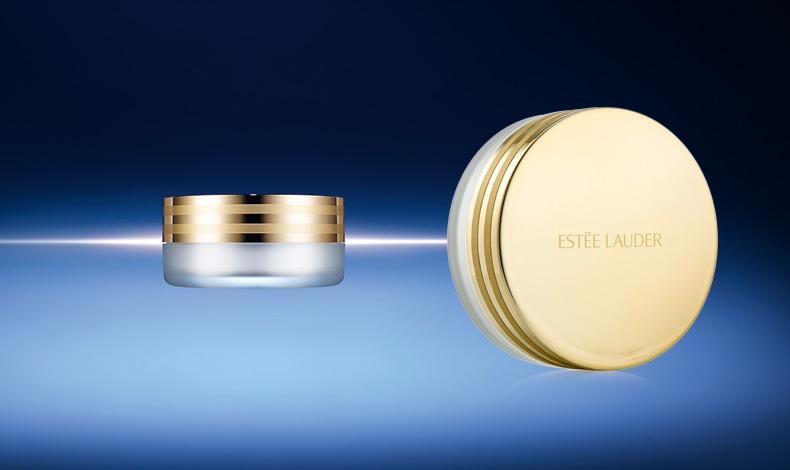 Tο ΝΕΟ Advanced Night Micro Cleansing Balm είναι ένα μεταξένιο έλαιο καθαρισμού που με τη χρήση νερού μετατρέπεται σε κρεμώδες γαλάκτωμα. Απομακρύνει το μακιγιάζ και τους ρύπους από το πρόσωπο και τα μάτια, καθαρίζοντας βαθιά την επιδερμίδα