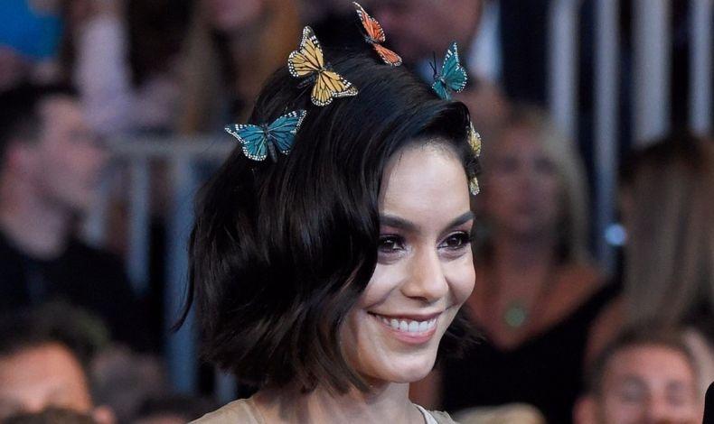 Η Vanessa Hudgens εμφανίστηκε με ένα «σμήνος» κοκαλάκια-πεταλούδες στα βραβεία μουσικής Billboard 2017