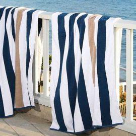 Μην αφήνετε τις πετσέτες να στεγνώνουν στον ήλιο και καλό είναι να τις μαζεύετε γρήγορα γιατί γίνονται σκληρές και τα χρώματα ξεθωριάζουν