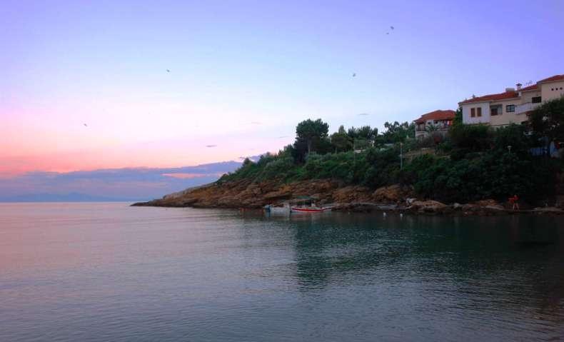 Το ειδυλλιακό λιμανάκι του Κατηγιώργη, στο Αιγαίο, δοκιμάστε εδώ καραβιδομακαρονάδες, αστακούς και φρέσκα ψάρια!