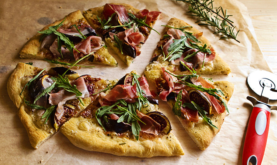 Πίτσα Bianca με προσούτο και σύκα