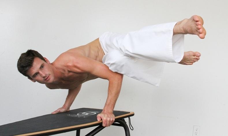 Το Ιn Trinity βασίζεται στις παραδοσιακές ασκήσεις της γιόγκα και των πολεμικών τεχνών