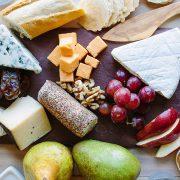 Πώς θα φτιάξετε την πιο απολαυστική πιατέλα με ποικιλίες τυριών!